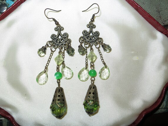Beautiful vintage green and clear beaded dropper dangle earrings