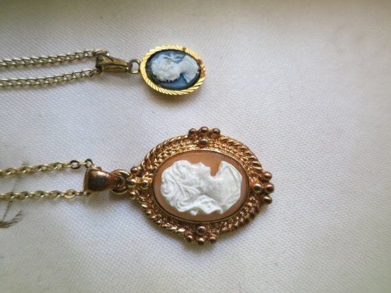 2 Beautiful vintage gold metal resin cameo pendant and necklace