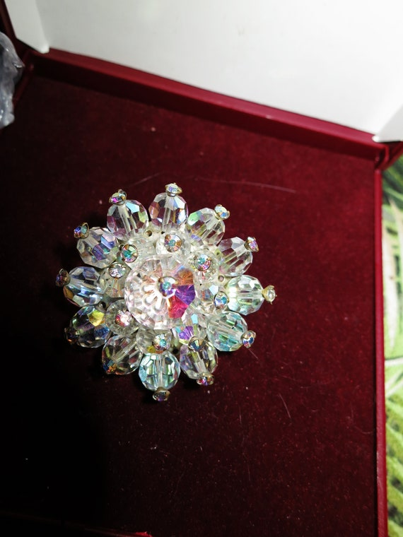 Beautiful vintage sparkly aurora borealis & mirror glass brooch