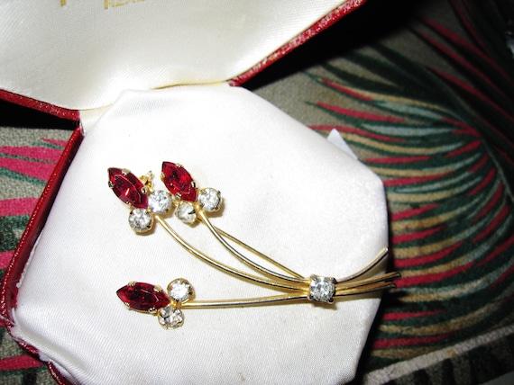 Lovely vintage Goldtone Rhinestone & Marquise Red Rhinestone Floral brooch