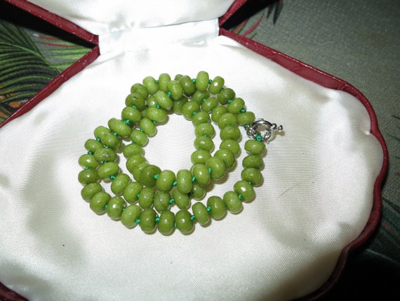 Lovely Natural Faceted 8mm knotted raw Peridot Gemstone Necklace 18""