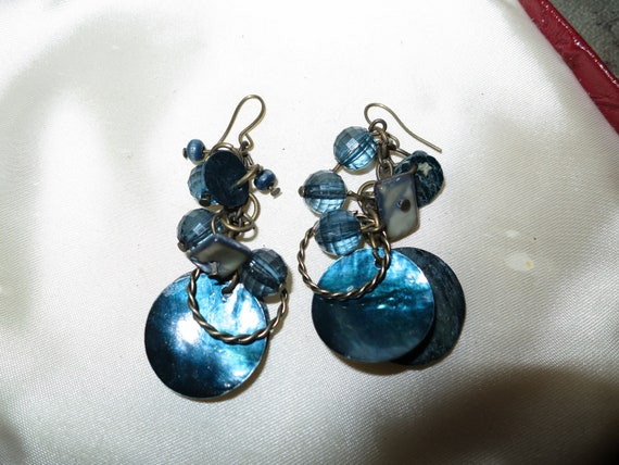 Lovely vintage silvertone electric blue beaded and pearl earrings