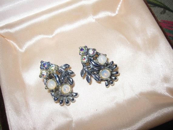 Fabulous Vintage 1950 silvertone moonstone glass rhinestone clip on earrings