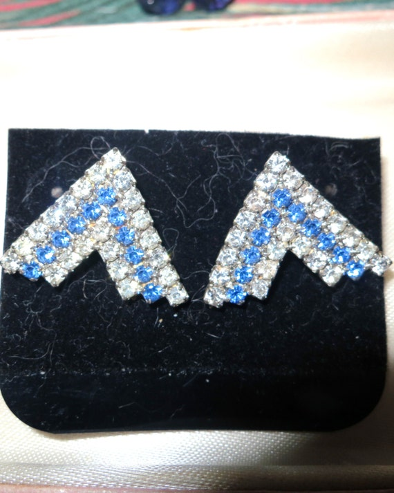 Beautiful 1970s new blue and clear rhinestone earrings for pierced ears