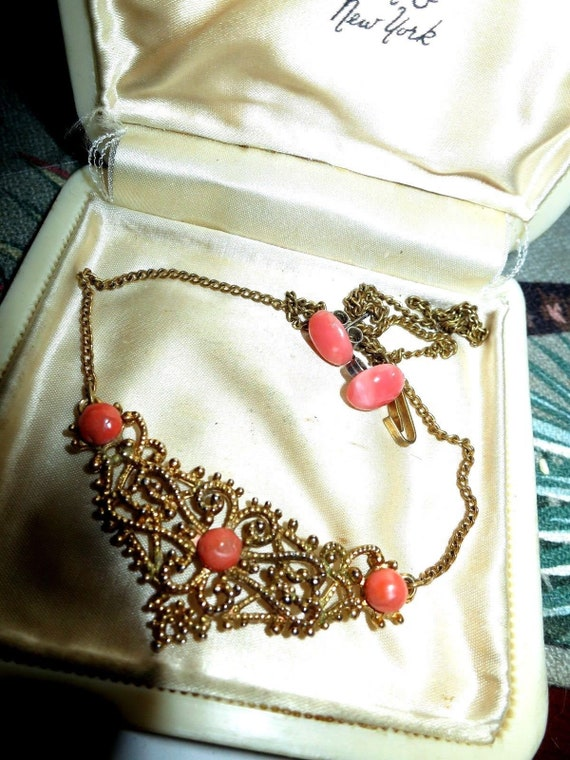 Wonderful vintage gold metal filigree fx coral necklace and coral stud earrings