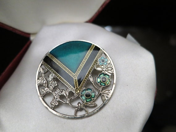 Wonderful vintage silver metal green black enamel deco design brooch