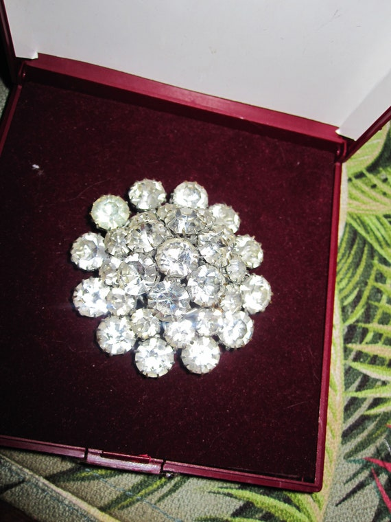 Lovely vintage Art Deco glass diamante domed brooch