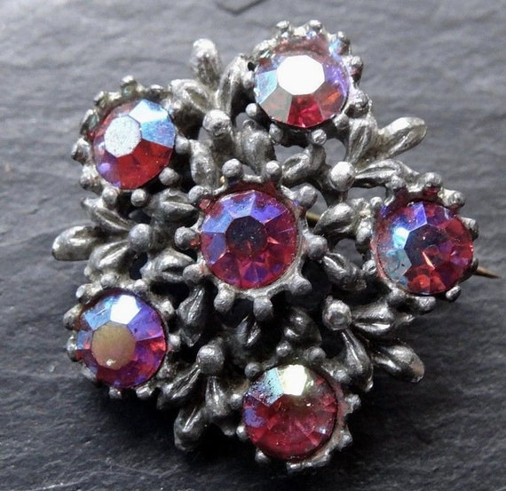 Lovely  vintage pink AB rhinestone daisy flower brooch silver tone