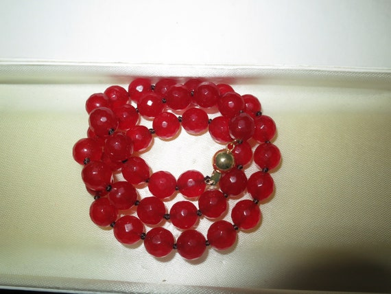 Beautiful faceted 10mm raw red ruby knotted necklace goldplated clasp