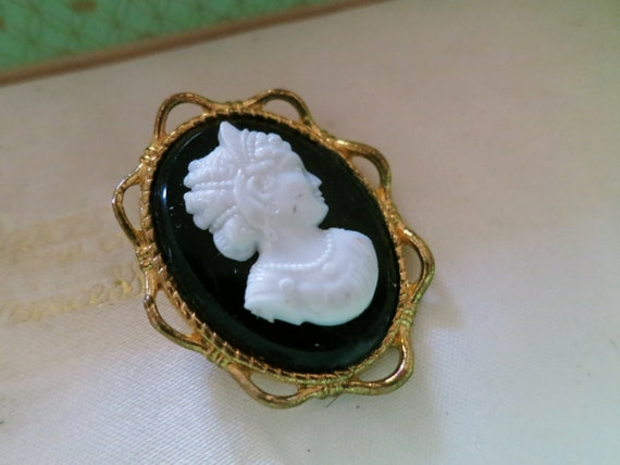 Lovely vintage gold metal black and white lucite cameo brooch