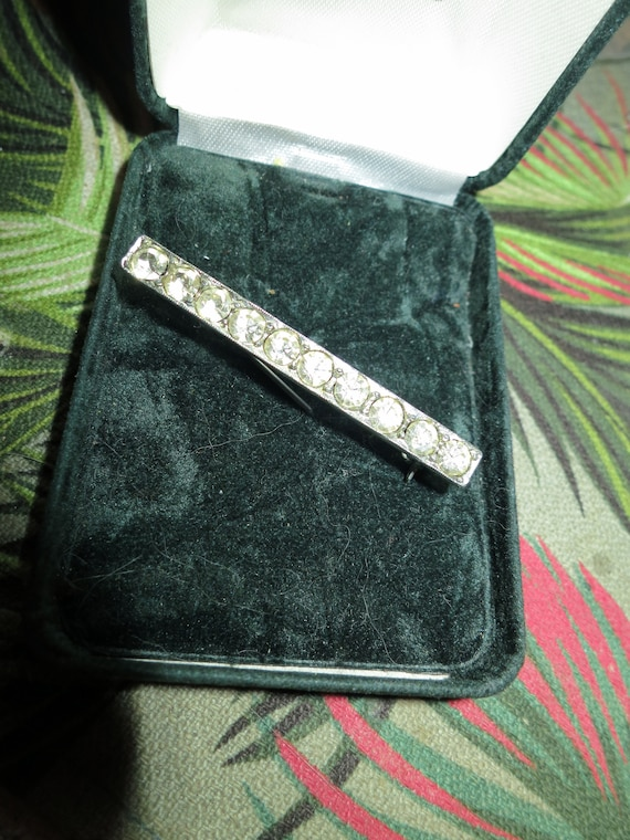 Beautiful  vintage diamante glass bar brooch