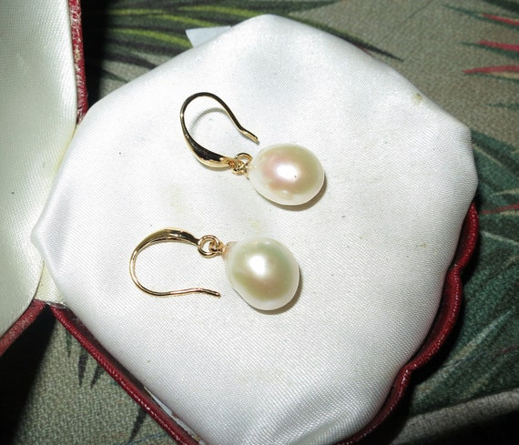 Lovely 14ct gold filled baroque  high lustre cultured platunim white pearl drop earrings