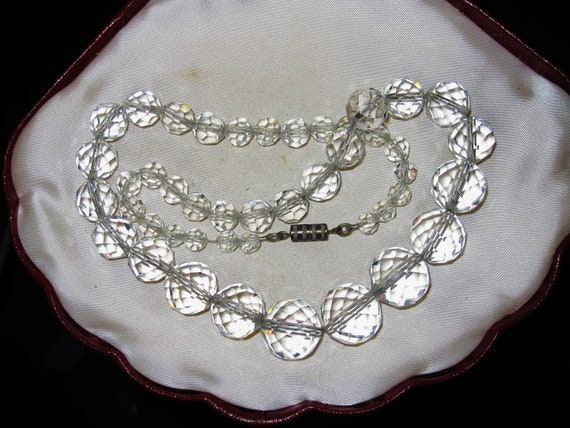 Lovely vintage Deco sparkly faceted 13mm crystal glass necklace  18 inches