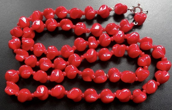 Gorgeous vintage bright lipstick red glass fancy twist bead necklace