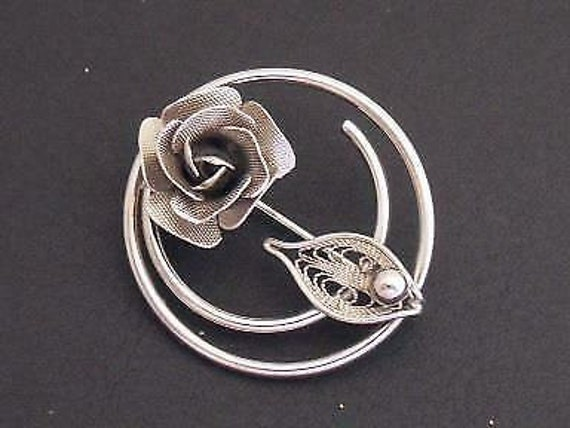 Lovely vintage Signed Sarah Coventry   Silvertone Filligree Rose brooch