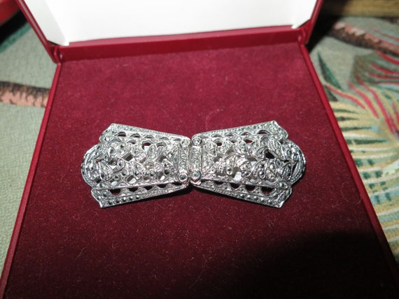 Lovely vintage Art Deco marcasite Duet brooch that converts to 2 dress clips