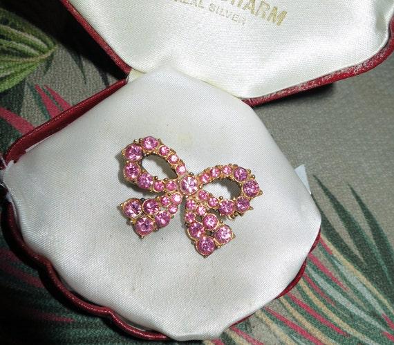 Wonderful vintage Goldtone  pink rhinestone bow brooch