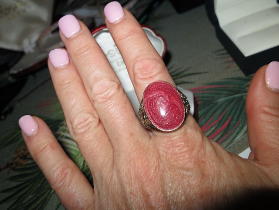 Wonderful Vintage silver metal sparkly cranberry enamel ring