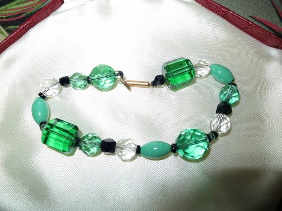 Beautiful Vintage Deco emerald green glass bracelet