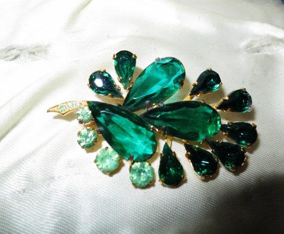 Lovely vintage green glass floral brooch set in goldtone