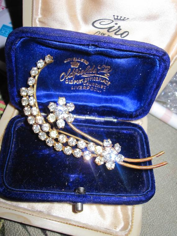 "Beautiful  vintage 1950s goldtone diamante glass floral brooch 2.6"""
