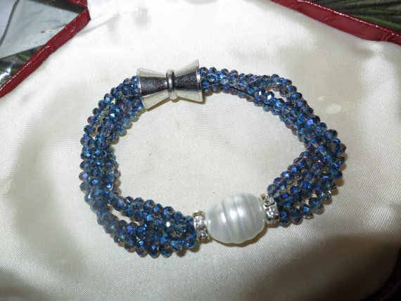 Attractive 4 strand 4 mm blue aurora borealis glass and shell pearl bracelet 7.5""