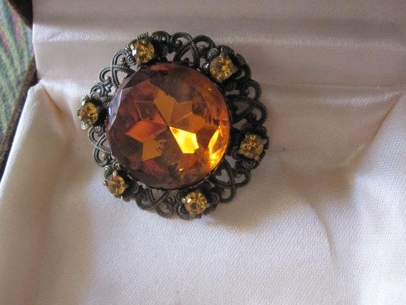 Beautiful  Deco filigree dark goldtone topaz amber glass brooch