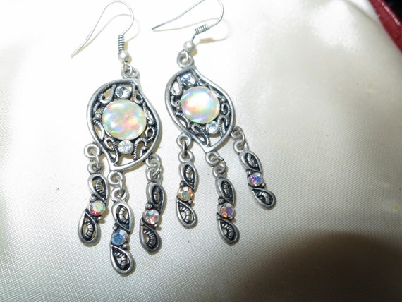 Lovely vintage silvertone moonstone lucite and rhinestones.