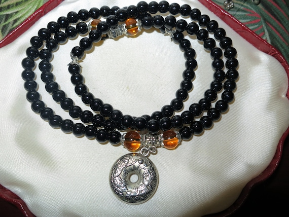 Lovely vintage black and amber glass beaded necklace
