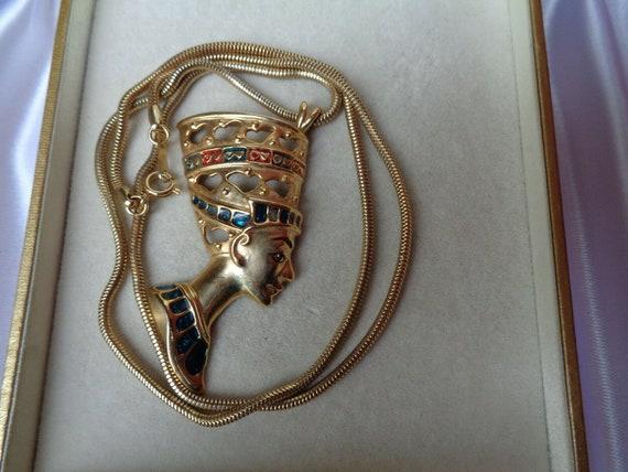 Wonderful vintage goldtone Egyptian lady jewelled snakechain necklace