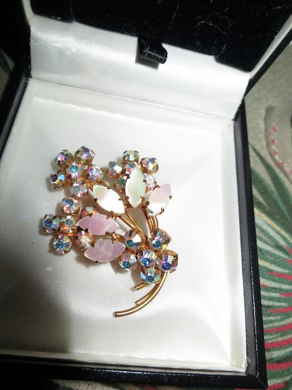 Wonderful vintage Goldtone  AB Marquise Rhinestone Pearl Floral brooch