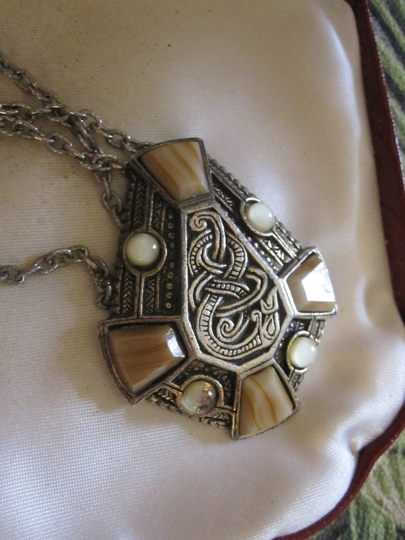 Beautiful Vintage Scottish celtic agate  pendant necklace