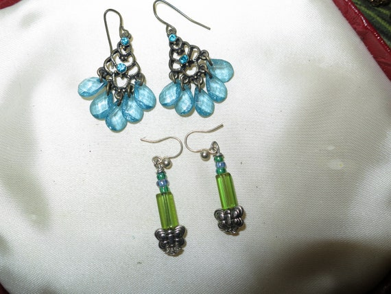 2 Fabulous pairs of vintage blue lucite and green glass dropper earrings