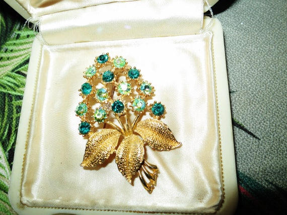 Lovely vintage green and aurora borealis glass rhinestone floral brooch