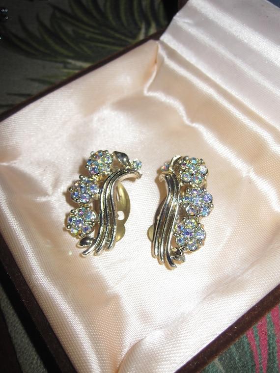 Fabulous Vintage 1950 goldtone aurora borealis rhinestone clip on earrings