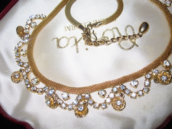 Lovely Vintage gold tone mesh clear rhinestone glass necklace