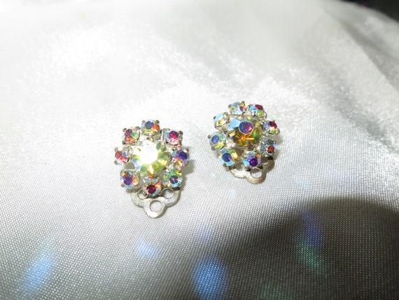 Lovely vintage silvertone sparkly Aurora borealis crystal clip on earrings
