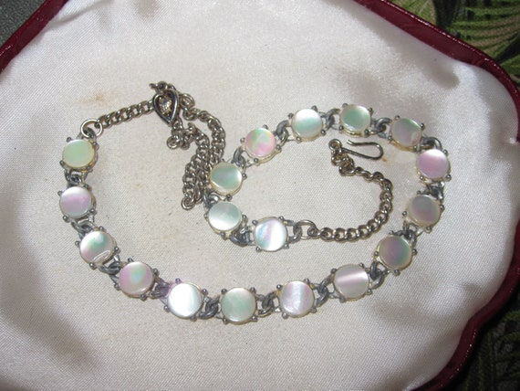 Beautiful  vintage silvertone mother of pearl silvertone necklace