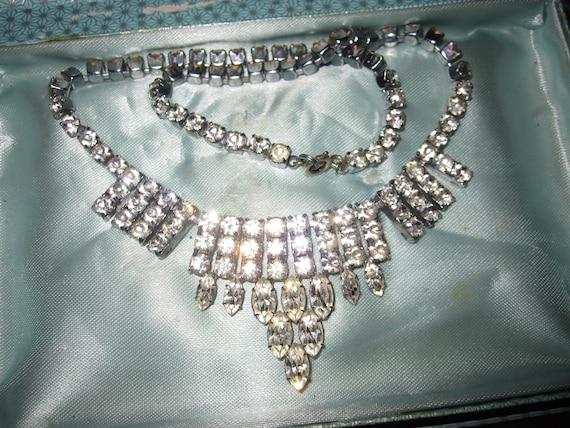 Lovely Vintage Deco style silvertone rhinestone  Necklace