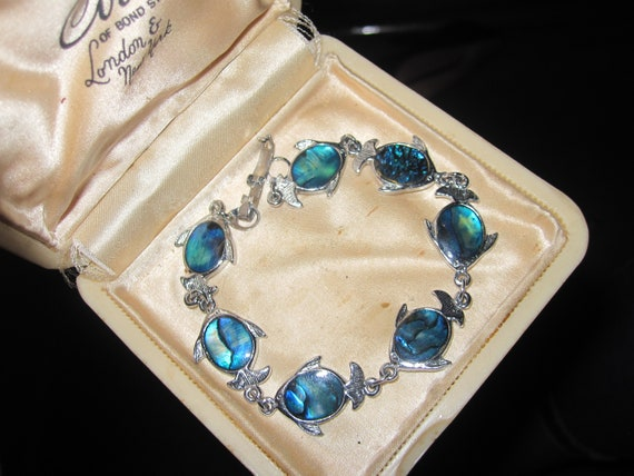 Wonderful Vintage Silvertone Paua abalone Shell fish design bracelet