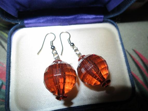 Fabulous pair of vintage silvertone 16mm faceted amber dropper earrings