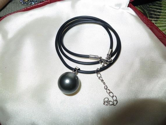 Lovely 12mm round high lustre shell black pearl pendant