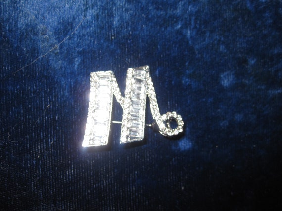 Lovely silvertone sparkly rhinestone Deco style initial M Brooch