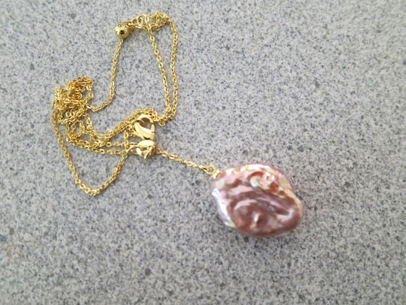 Lovely 18 ct yellow gold filled baroque Keshi  pearl penant necklace