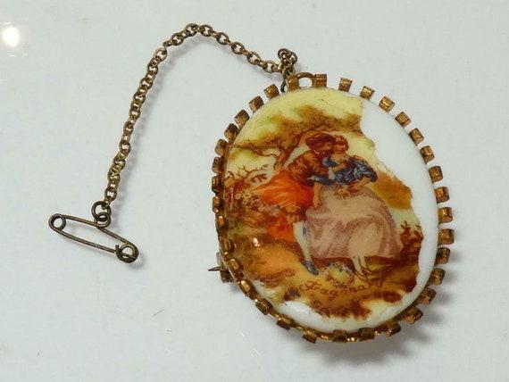 Lovely vintage Goldtone Framed Oval White Glass Fragonard Courting Couple  brooch