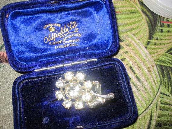 Wonderful small vintage silvertone glass floral brooch