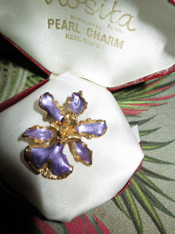 Beautiful vintage 22ct gold plated purple enamel orchid brooch or pendant