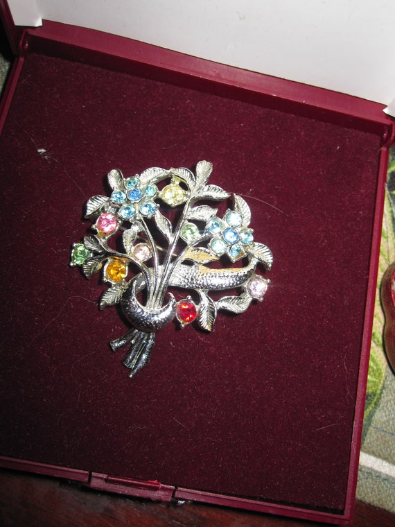 Lovely vintage silvertone glass diamante floral posy brooch