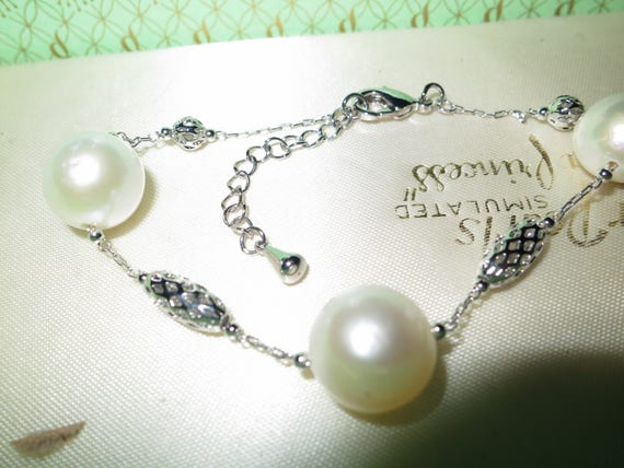 Lovely Natural white  KASUMI pearl bracelet on white gold plated chain