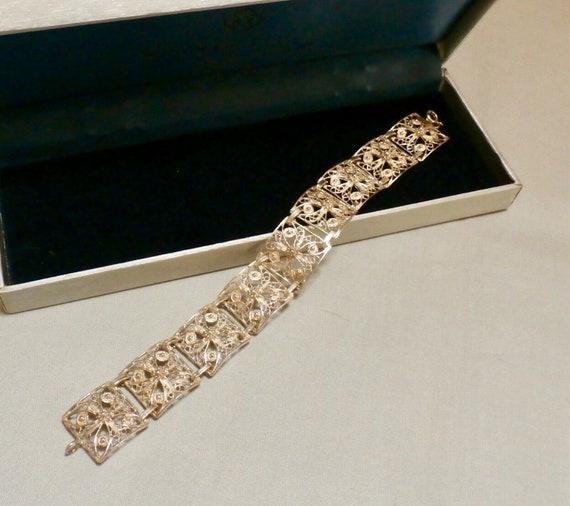 Beautiful vintage silvertone filigree panel link bracelet